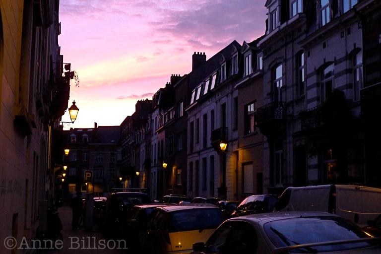 Roze hemel, geel licht: Portugalstraat, Sint-Gillis.
