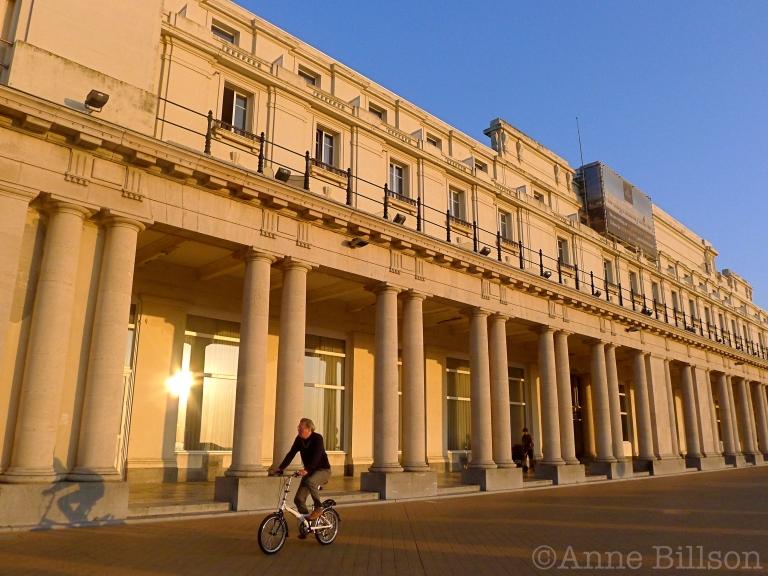Drie fiestsers: Thermae Palace Hotel, Koning Boudewijnpromenade, Oostende.