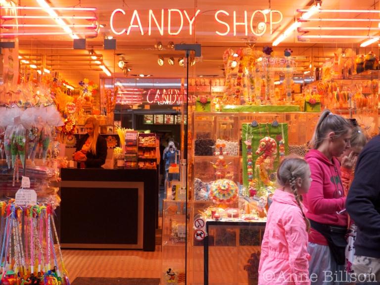 Candy Shop: Kapellestraat 10, Oostende.