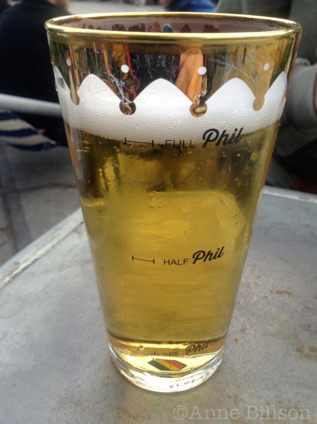 Bel Pils (5%) in een Phil glas: terras van Café Belga, Eugène Flageyplein 18, Elsene.