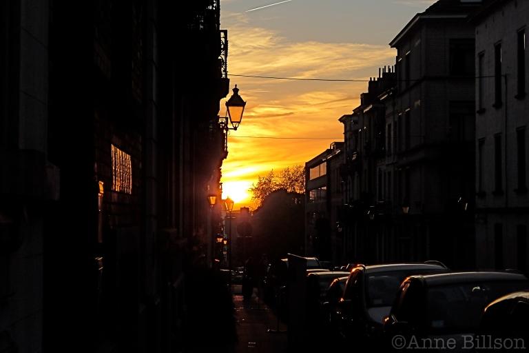 Twee weergaven van dezelfde zonsondergang: Spanjestraat, Sint-Gillis.