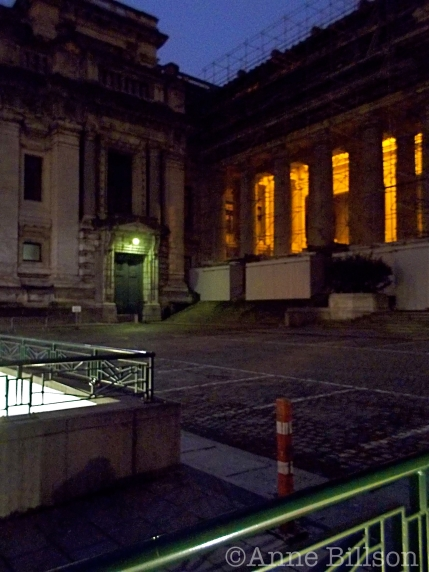 Justitiepaleis 's nachts: Poelaretplein, Brussel.