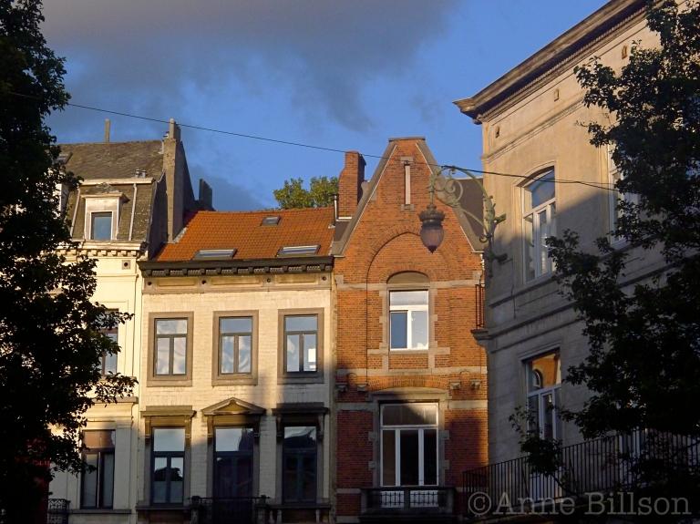 Zwarte en blauwe hemel: Charleroise Steenweg, Sint-Gillis.