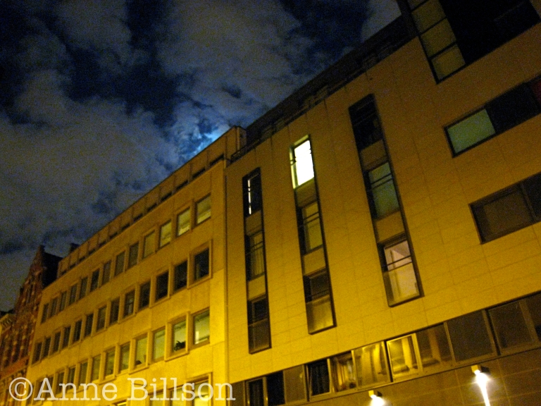 Nachtwolken: Voorlopig Bewindstraat, Brussel.