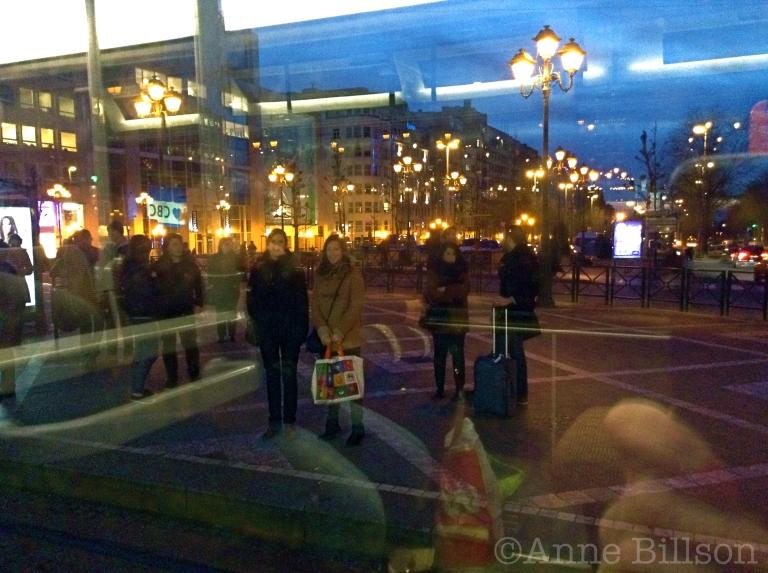 Van de tram: Louizaplein, Sint-Gillis.
