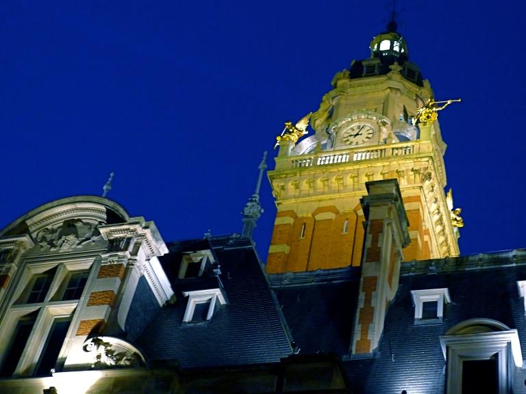 Gemeentebestuur van Sint-Gillis: Van Meenenplein 39, Sint-Gillis.