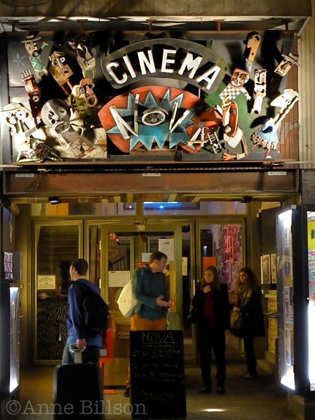 De buitenkant van Cinema Nova: Arenbergstraat 3, Brussel.