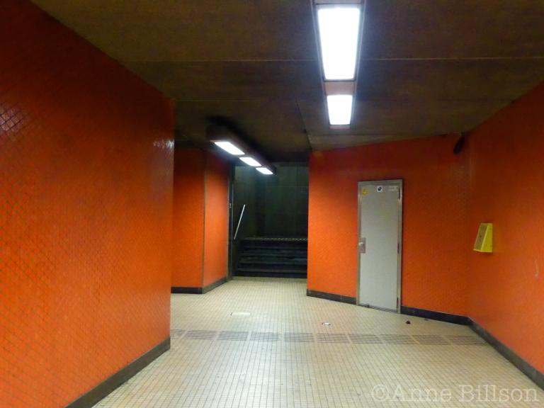 Ingang van metrostation Ijzer: Antwerpselaan, Brussel.
