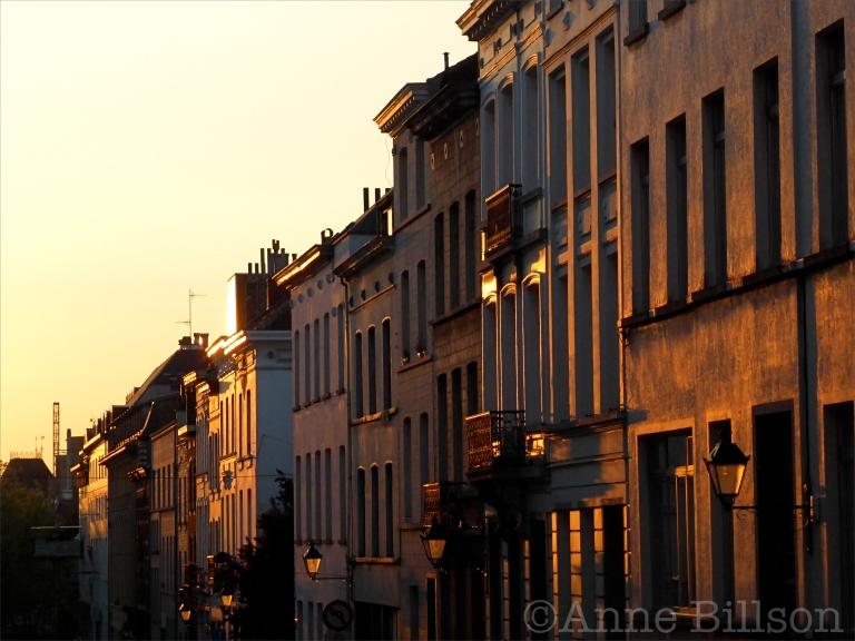 Zonsondergang op Bronstraat: Bronstraat, Sint-Gillis.