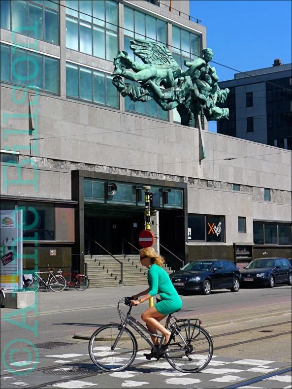 De grote post: Hendrik Serruyslaan, Oostende.