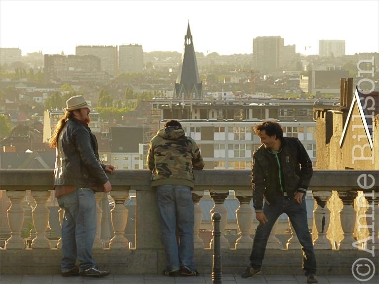 Drie mannen: Poelaertsplein, Brussel.