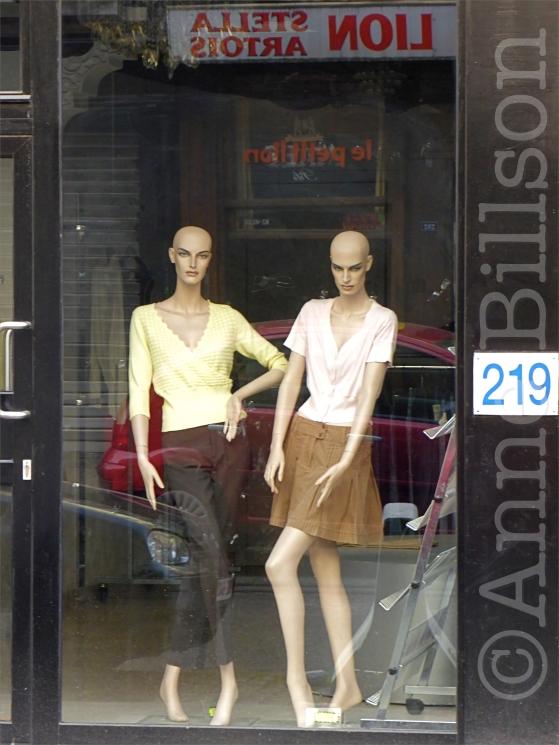 Twee etalagepoppen: Hoogstraat, Brussel.