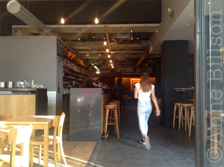 Chimay tripel van t'vat, 8%: Café de la Maison du Peuple, Sint-Gillisvoorplein, Sint-Gillis.