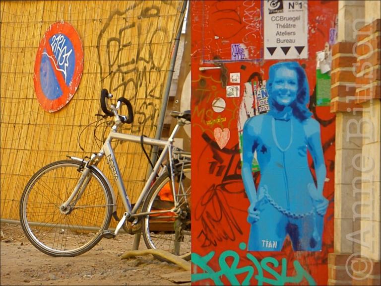 Diana Rigg: Vossenstraat, Brussel.