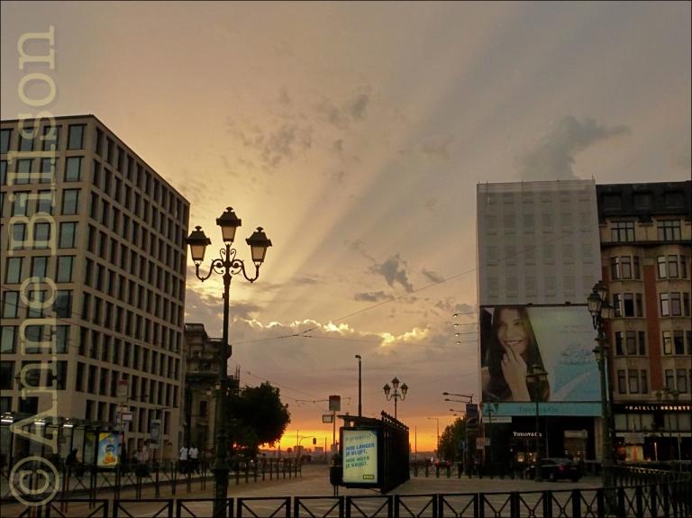 Lichtstralen: Louizaplein, Brussel.