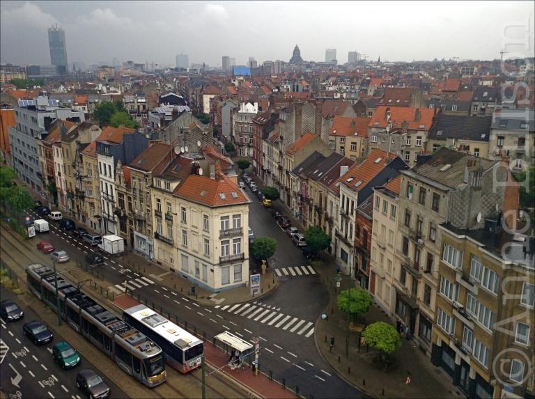 Het uitzicht vanaf de vierde verdieping van het kunstencentrum Wiels: Van Volxemlaan 354,