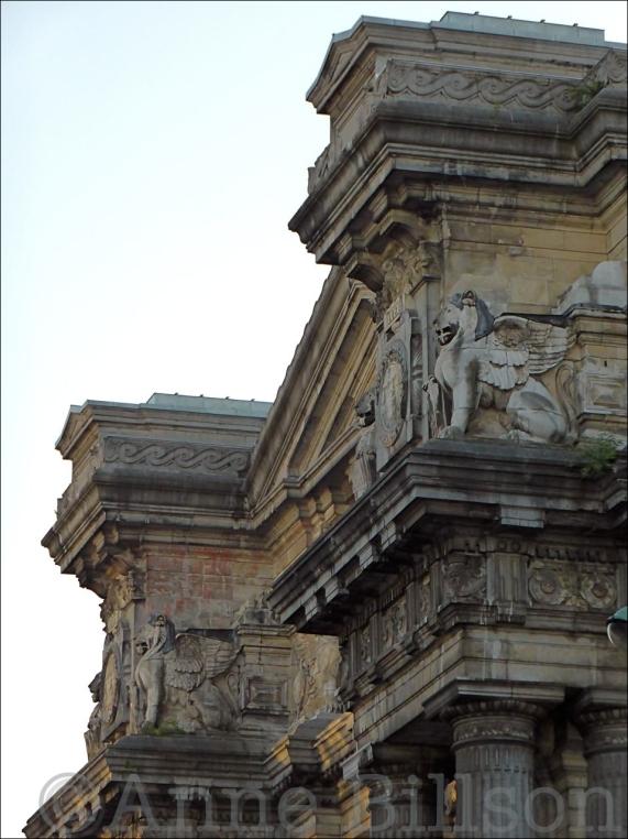 Gevleugelde leeuw: Justitiepaleis, Poelaertplein, Brussel.