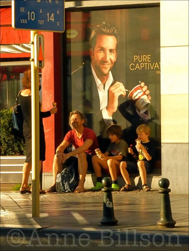 Bradley Cooper: Louizalaan, Elsene.