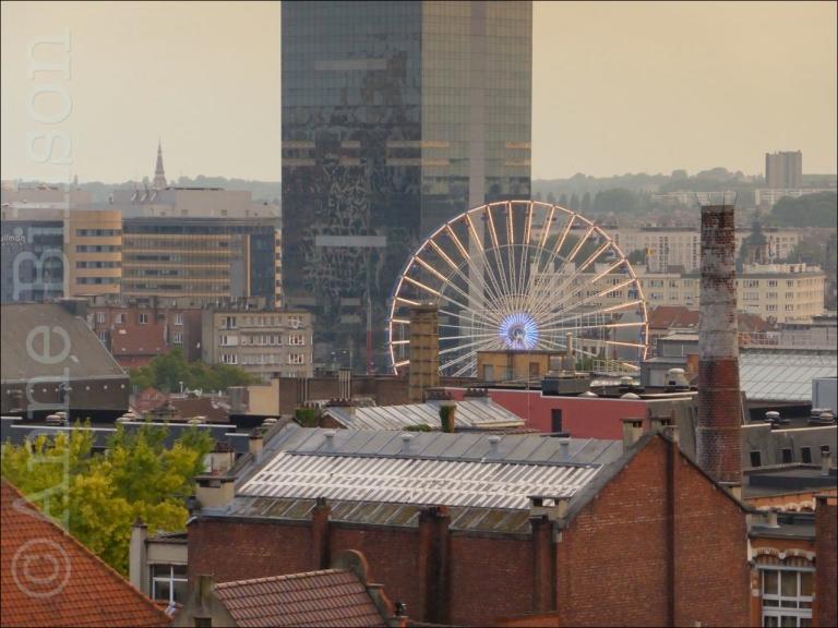 Het reuzenrad: het uitzicht naar de zuidwest van Poelaertplein, Brussel.