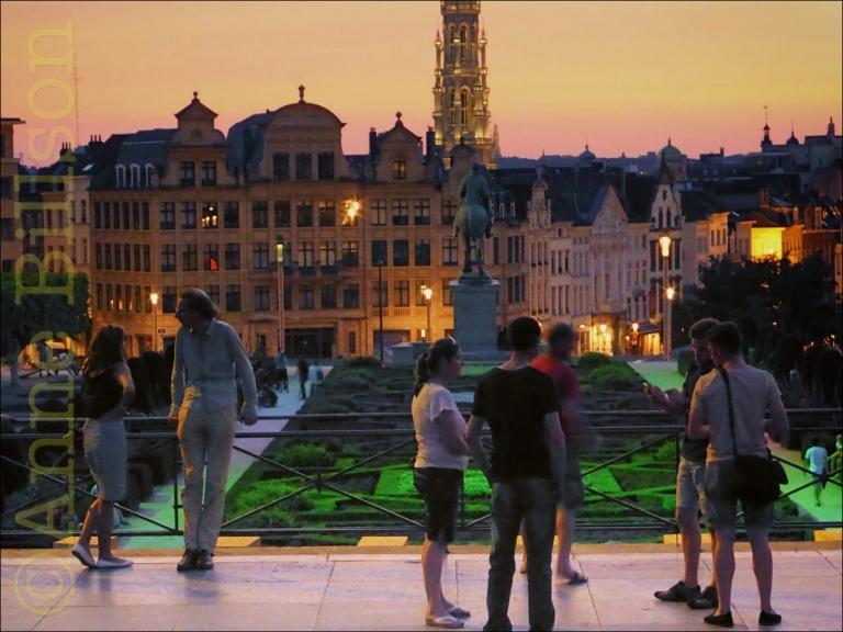 August 3, 2014annebillsonBrussels, Kunstberg, Mont des Arts, sunsets, twilight Leave a comment Edit Kunstberg schemering: Kunstberg, Brussel. Kunstberg schemering: Kunstberg, Brussel.