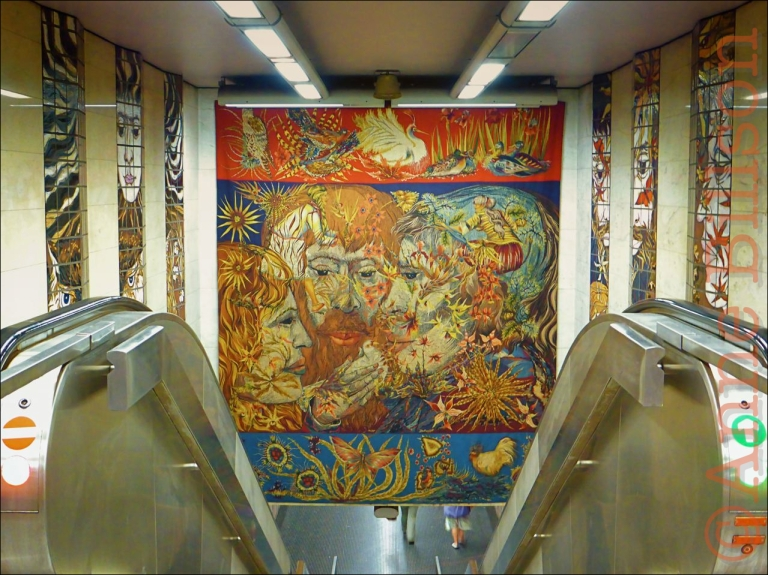 Louiza metrostation (kunstenaar: Edmond Dubrunfaut): Louizaplein, Brussel.