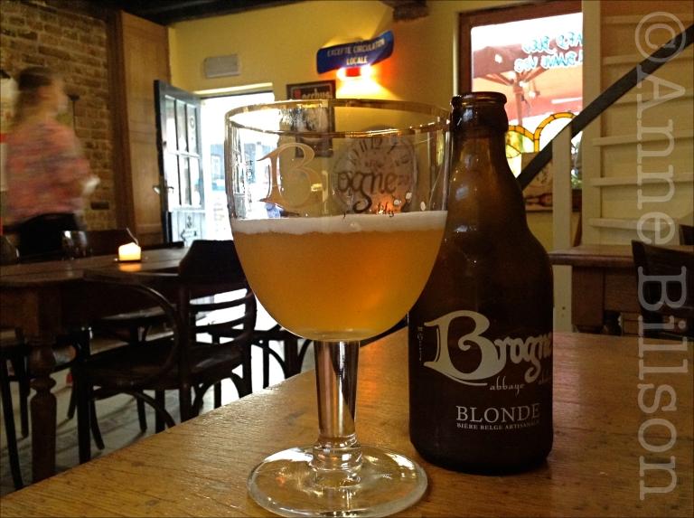 Brogne blond, 6.5%: Le Renard Bleu, Vossenstraat 5, Brussel.