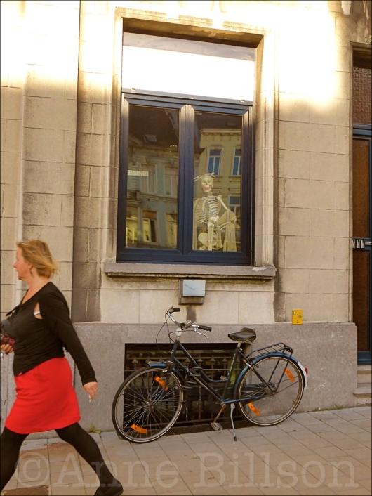 Skelet in het venster: Charles de Kerchovelaan, Gent.