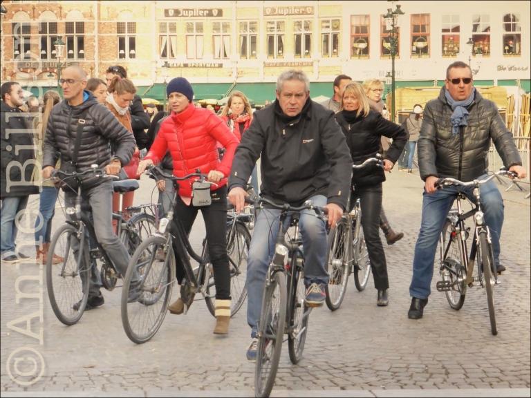 Fietsen op Grote Markt: Grote Markt, Brugge.