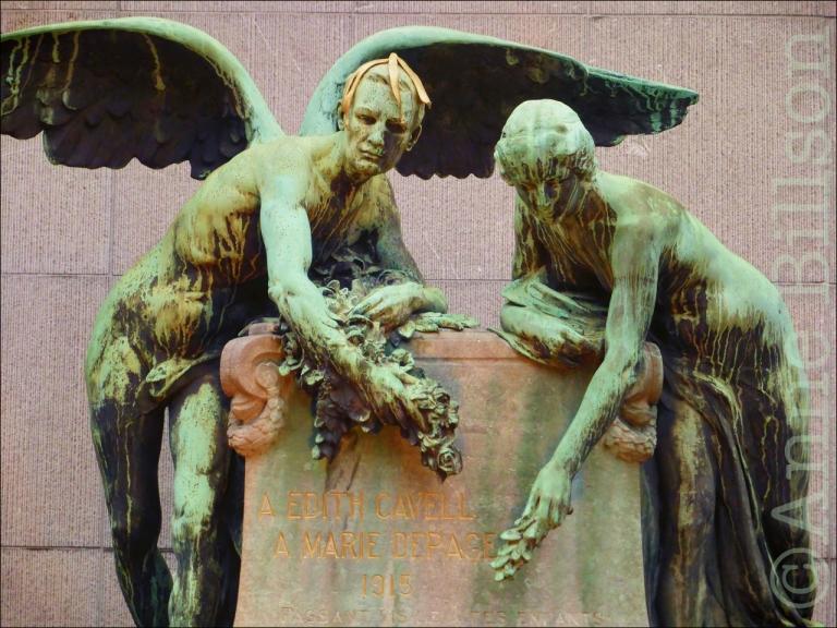 Bananenschil: monument ter ere van Edith Cavell en Marie Depage, Edith Cavellstraat en Marie Depagestraat, Ukkel.