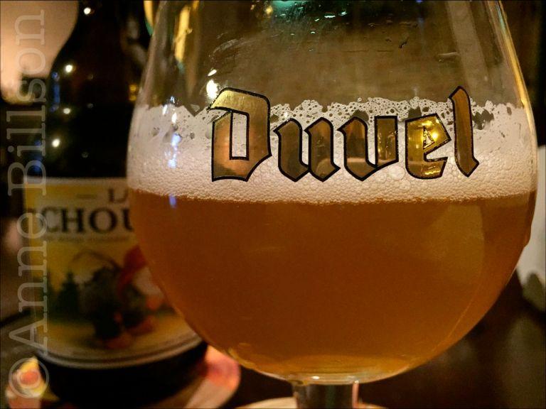 La Chouffe, 8%, in een Duvel glas: Hermann D, Hermann Dumontplein, Sint-Gillis.