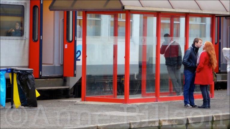 Rode jas: Station Aat, Henegouwen.