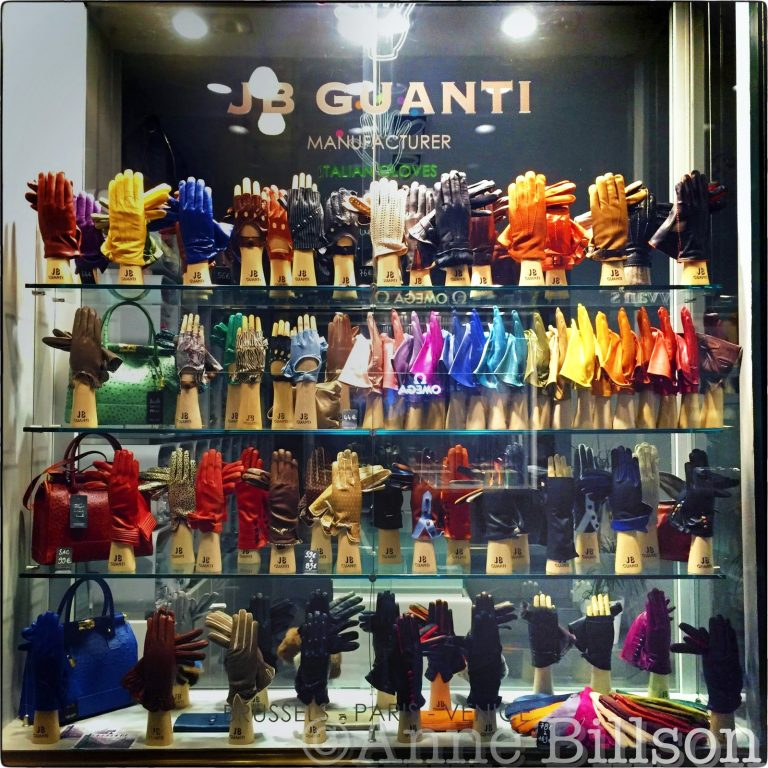 Handschoenen: Koninklijke Sint-Hubertusgalerijen, Brussel.