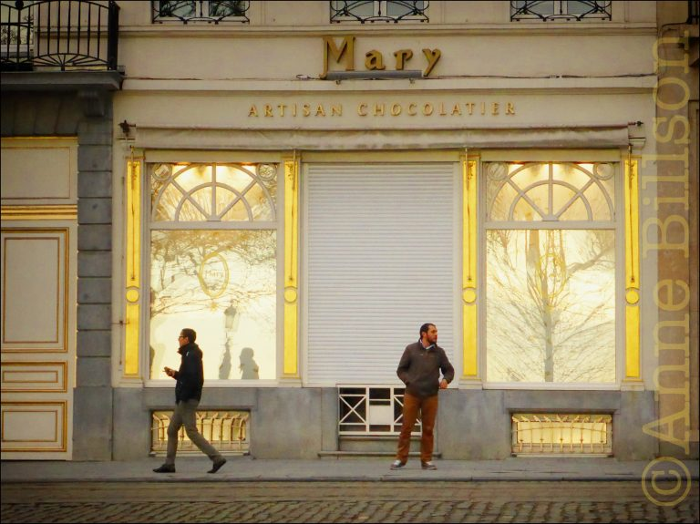 Mary: Koningsstraat 73, Brussel.