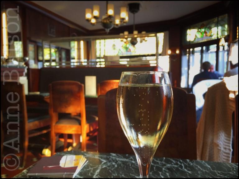 Champagne bij Brasserie du Parc: Brasserie du Parc, Marie-Joséplein 3, Oostende.