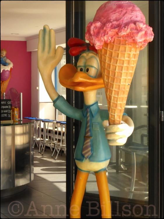 De afschuwelijke vogel-hoofd god van ijs: Albert I promenade, Oostende.