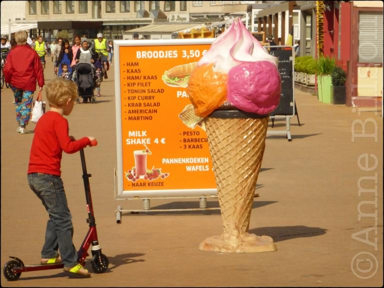 Gigantische ijs: Albert I-promenade, Oostende.