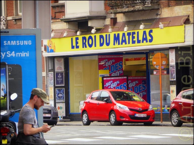 Le roi du matelas: Rue Rogier, Namen.