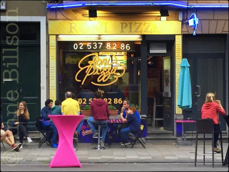Roni Pizza: Defacqzstraat, Sint-Gillis.