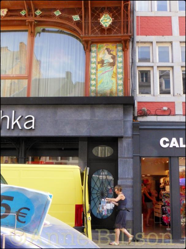 Bershka: Rue de Fer, Namen.