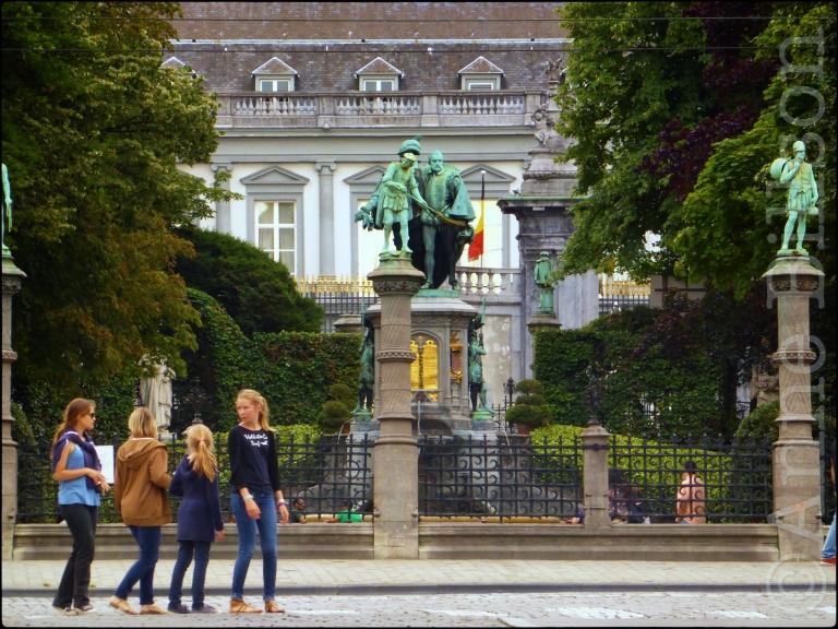 Vier meisjes: Kleine Zavel, Brussel.