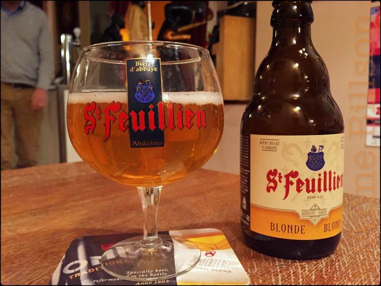 St Feuillien blond bij Le Châtelain: Le Châtelain, Kasteleinsplein 17, Elsene.