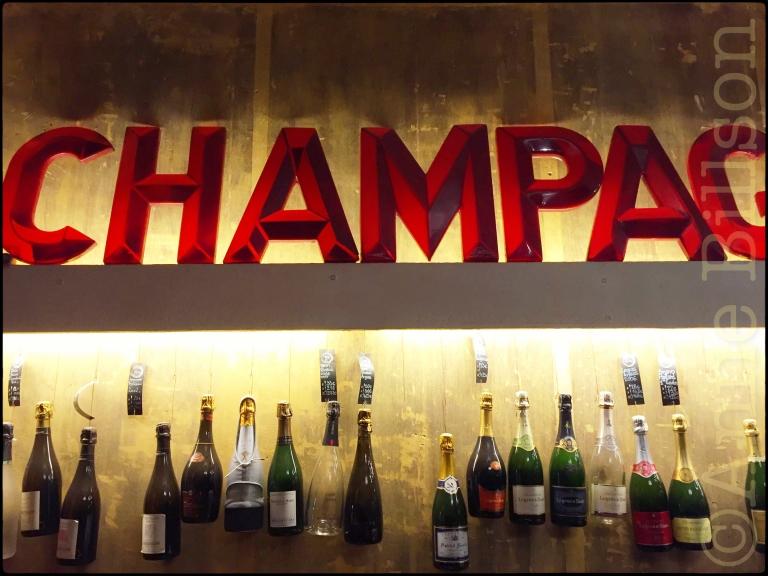 Champagnothèque (niet aangeraden - zeer slechte service): Magdalenasteenweg 11, Brussel.