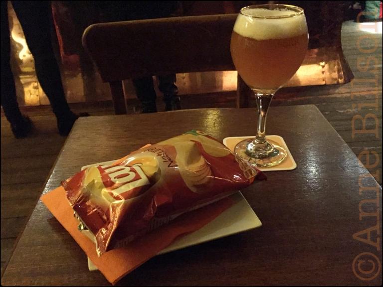 Chips op een bord: Belladonne, Morisstraat, Sint-Gillis.