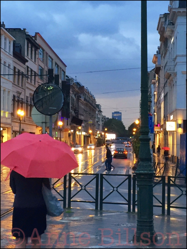 Roze paraplu: Louizaplein, Sint-Gillis.