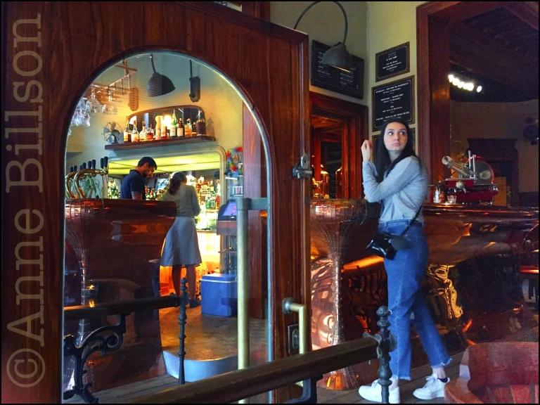 Orval (6.2%): La Belladone, Morisstraat 17A, Sint-Gillis.