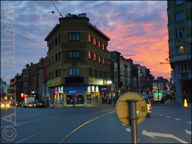 Kuregem schemering: Bergensesteenweg, Anderlecht.