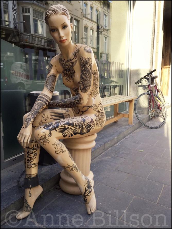 Getattooeëerde dame: Nederkouter, Gent.