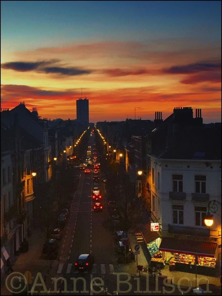 Andere zonsondergang: Ducpétiauxlaan, Sint-Gillis.